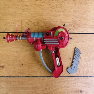Arma raygun del Call of Duty Zombies con pilas