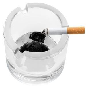 Ceniceros de Call of Duty con cigarrillo