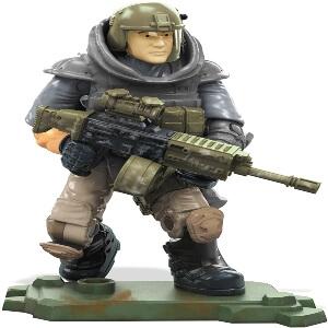 Juguete personaje con casco y arma Call of Duty